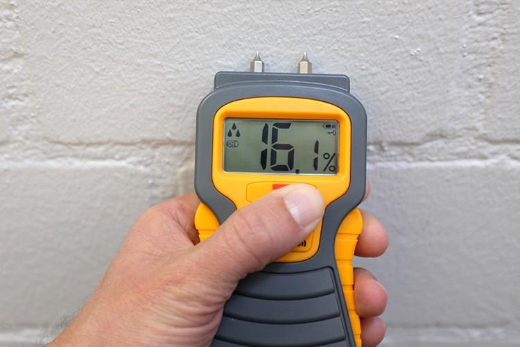 Une tache d'humidité sur le mur. Les dommages sont-ils assurés?